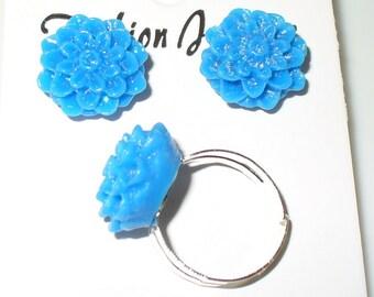 1 set. Earrings and finger ring in blue