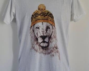 Men's Lion in a Beanie T-Shirt - Tattoo Woolly Hat Animal Alternative - UK S M L