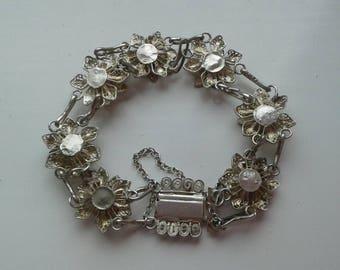 Floral design link bracelet silver metal 1960s