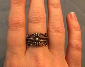 Renaissance style ring size 5-6
