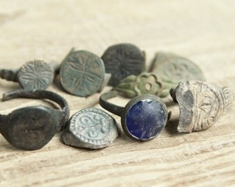 set of 8 parts of Antique rings ... digging finds ... found in the ground ... antique jewelry ... found objects ... vintage ring