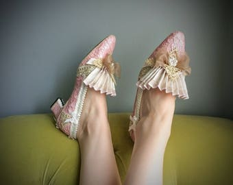 Pink Pearl Lace Heels Marie Antoinette Shoes Rococo Baroque Costume Ivory Champagne Bridal Pumps Gold Pearls Parisian Wedding Bows Kawaii