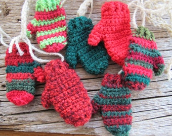 Red Green Funky Christmas mitten garland (3.5 ft) / Handmade garland / mitt banner / Christmas Garland / Free shipping