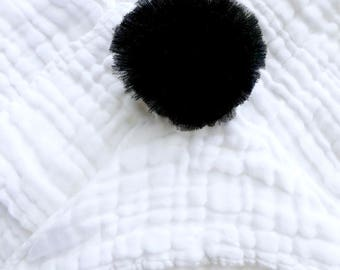 Cape of bath for baby organic cotton gauze and tulle Pompom