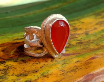Minerva. Silver ring with 16x10 mm carnelian