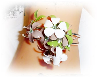 Cuff with flowers