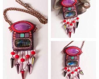 Beadwork Embroidery Pendant with labradorite and agate, labradorite  jewelry, agate jewelry, labradorite pendant, agare pendant, labradorite