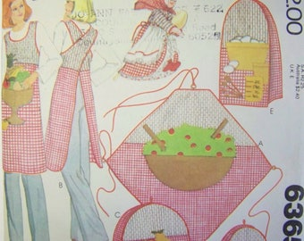 VINTAGE 1970s McCall's 6365 KITCHEN accessories PACKAGE w/ blue Transfers for Appliques Pattern UNused
