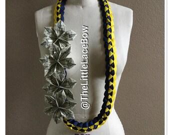 Graduation Money Lei-Crosgrain Ribbon w/ 4x Flowers (12 Dlls)
