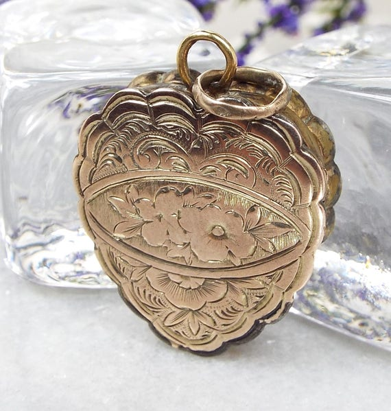 Antique Victorian 9ct Gold Ornate Engraved Double Fold Love Heart Locket Pendant