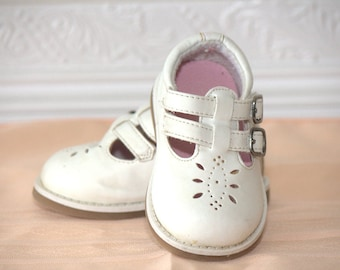 Vintage White Baby Mary Jane shoes sz 3
