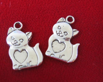 "BULK! 30pc ""cat"" charms in antique silver style (BC317B)"