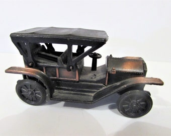 Vintage Novelty Pencil Sharpener- Old Car  /MEMsArtShop.