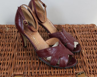 Gorgeous 1970s 70s sandals shoes heels burgundy oxblood peep toe shoes sandals shoes leather ankle strap peep toe heels size 5 6 UK leather