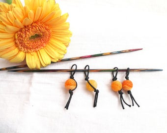 4 stitch markers, beads and waxed cotton cord, knitting stitch markers, bold gold colour, feelgood knitting tools, cheerful yellow markers