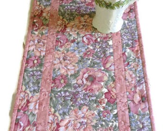 Quilted Table Runner in Dusty Rose, Floral Table Table Runner, Spring Quilted Table Runner, Quilt, Floral Table Topper, Quiltsy Handmade