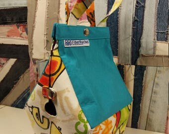 Sockhouse, Birdhouse shaped project bag for knitting or crochet