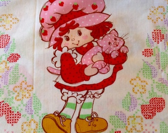 HTF Strawberry Shortcake Twin Set, Flat & Fitted Sheet- Cross Stitch, 1980, excellent, clean condition