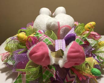 Easter centerpiece/ Easter bunny centerpiece/ bunny booty/ bunny bottom/ Easter wreath/ easter mesh centerpiece / mesh centerpiece/ easter