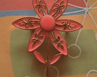 Vintage 1960's Mod flower brooch coral pink daisy flower