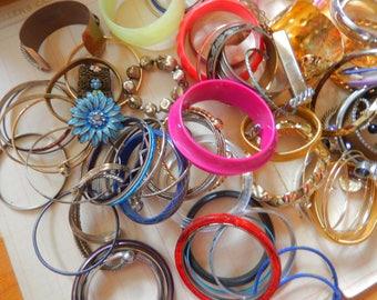 105 Piece Vintage Plastic Metal Bangle Bracelet Jewelry Mixed Destash Lot