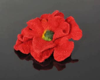 Flower brooch, felted brooch, felted flower, red flower Feltmondo