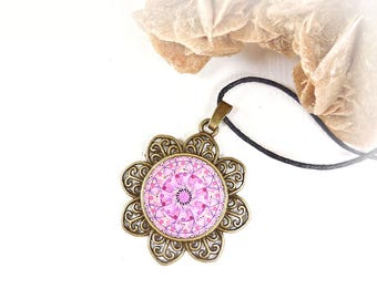 Necklace with pink mandala to get balance and inner calm; pendant with mandala printed; gift idea for girlfriend and friend.