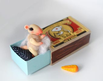 White mouse with black eyes in a matchbox. Mouse in a matchbox. White mouse. Dollhouse. Pocket friend. BJD. Ready to ship!