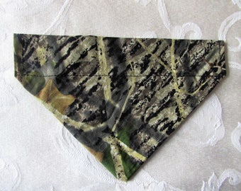 MOSSY OAK  Breakup Camo Pattern Over the Collar Dog Bandanna ~ Size (M) Med.
