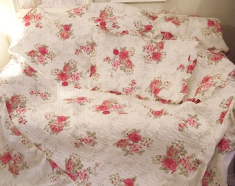 Unused double bedspread and 2 pillow shams White pink rose floral double bedspread Roses bed linen Pink floral bedspread Roses bedspread