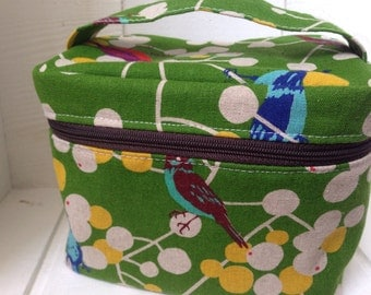 Vanity pouch/Box pouch: birds, green