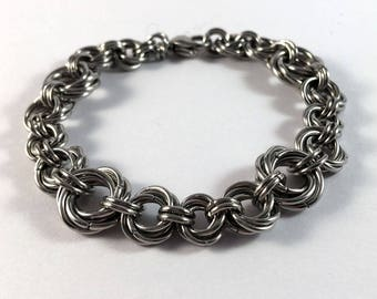 Mobius ring bracelet - Pretty, unusual chainmaille bracelet