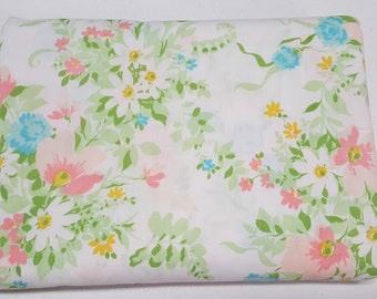 Vintage Floral Twin flatt sheet-Cottage chic Fabric- Floral sheets-I fitted Vintage Bed linens-Craft fabric-Quilting fabric-Girls sheet