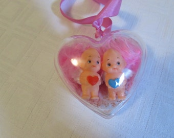 Heart to hang with two dolls, Kewpies