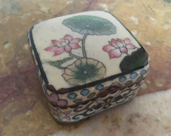 Japanese vintage water lilies lidded cloisonné box, cream background with four feet #63