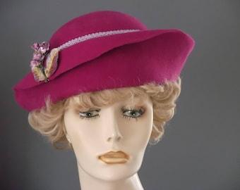 Fuchsia pink felt cloche, lavender flowers, green and pink felt hat, hand blocked, lined, womans felt hat, velvet leaves, races, tea, 1930s