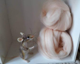 25g Pink Super Fine Merino Wool Roving Pale Flesh - Skin Colour Felting Needle Felt