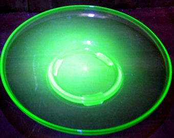Cambridge Uranium Green Art Glass Center Bowl