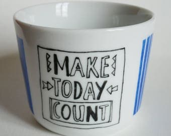 Small cup 'MAKE TODAY COUNT'