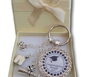 Graduation Ceremony Day Gift Present  Keyring 2018 Cap and Scroll