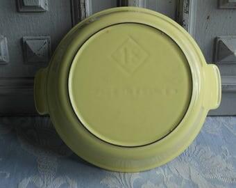 Le Creuset plat oeuf vintage French enamel egg pan, retro pale lemon yellow 1970's dish, cast iron cookware, antique country kitchen classic