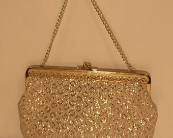 Vintage 1950s sparkly chain bag in gold embroidered crepe lined with cream satin and a gold metal clasp. Immaculate.