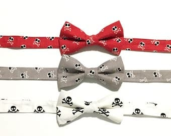 Skulls and Crossbones Bow Tie, Boys Bow Tie,  Men's Bow Tie, Fathers Day Gift, Pirates, Tie, Halloween