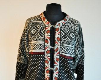 Vintage Norwegian Sweater / Norway pure wool / Women / Men / Silver clasps / Medium M / Nordic / Scandinavian / Cardigan / Winter / Black