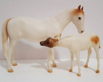 """Breyer Horse """"Medicine Hat Mare & Foal"""" Traditional scale"""