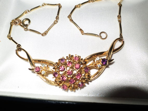 Lovely quality vintage goldtone necklace with pink and lilac rhinestones