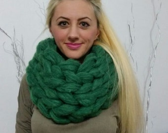 Chunky knit scarf. Super chunky infinite scarf. Forest Green scarf. Chunky scarf. Infinity scarf. Mohair scarf Knit scarf. Oversized scarf.
