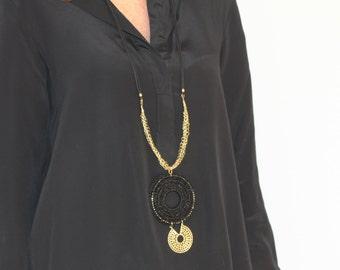 Collar largo estilo étnico negro y dorado
