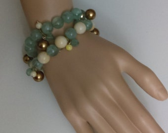 Vintage beaded bracelet in blue, gold and white