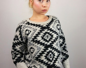 Vintage 90's Patterned Fluffy Knit Crop Jumper / Graphic Black and White Motif / XS-S